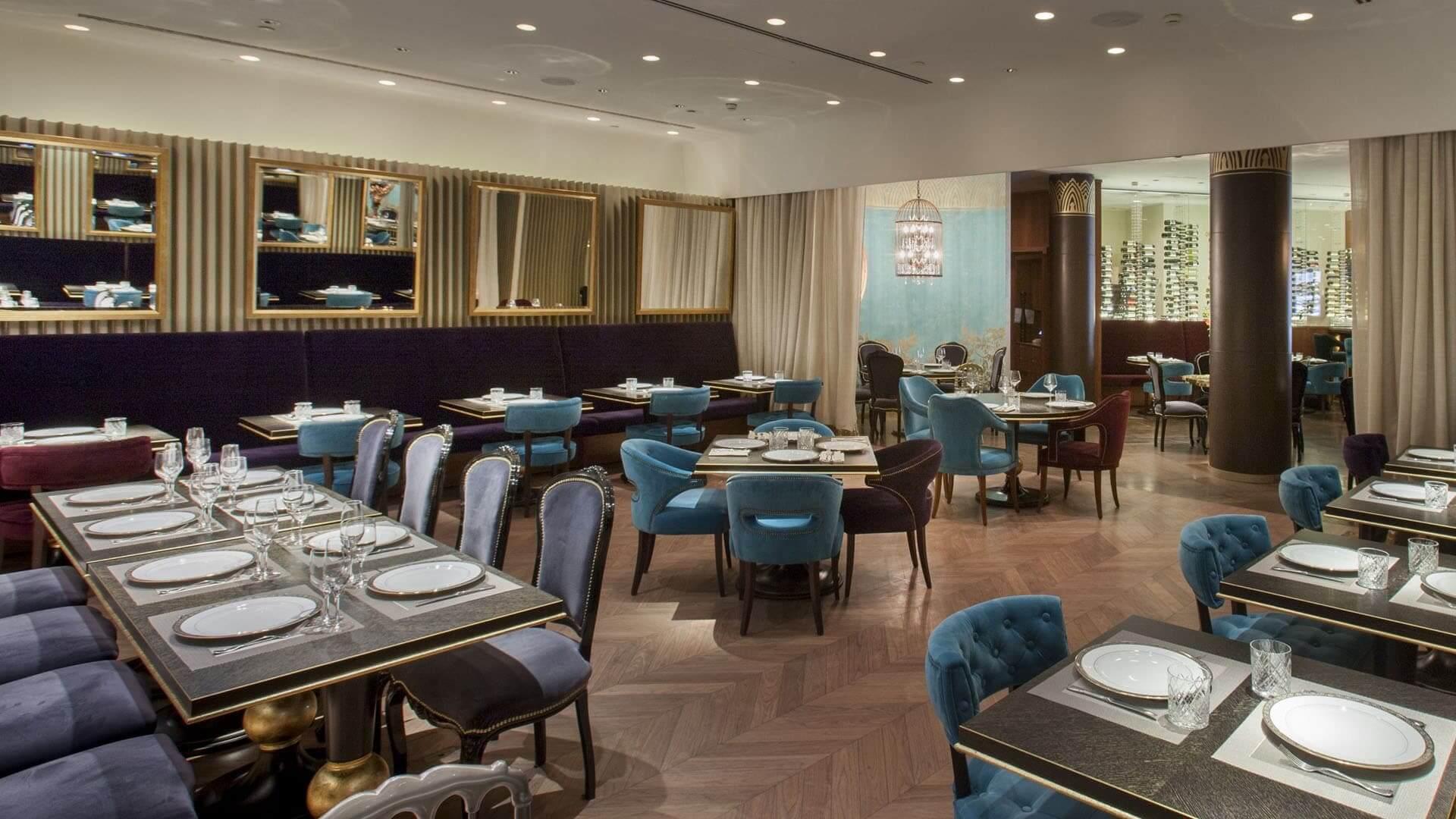 Les meubles du restaurant et du bar de l'hôtel